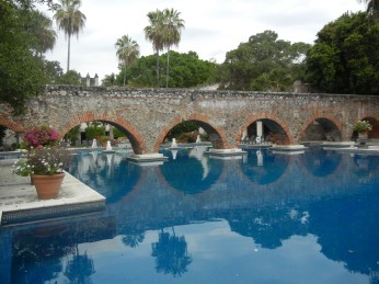 The pool at Hacienda Vista Hermosa is built around another ancient aqueduct. Photo by the author.