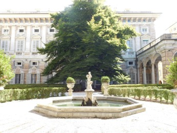 The inner garden of the Palazzo Rosso.