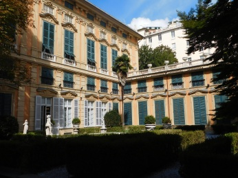 The garden of the Palazzo Bianco.