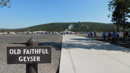 Of course the most famous geyser, Old Faithful, drew the largest crowds and lengthy applause.