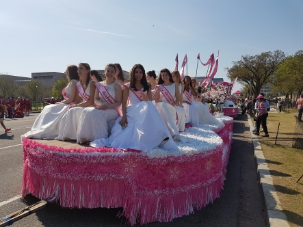 I was able to photograph the parade-royalty floats parked on a side street before the parade began.