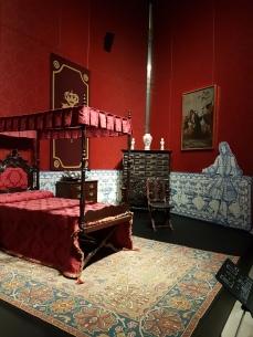 Palatial baroque homes had splendid wall fabrics and bed furnishings.