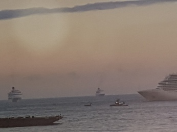 By dusk 5 cruise ships moved in offshore to give their passengers a midnight thrill.