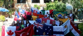 Uninter students show their countries' flags.