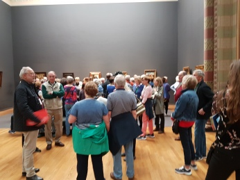 Many paintings were crowded with tourists.