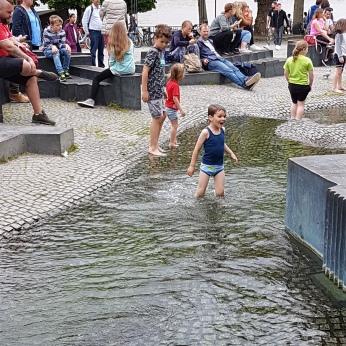 Children splashing in a huge fountain facing the Rhine.